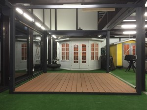 DerPavillon: Boden und Unterbaukonstruktion geben Gartenpavillon Halt.