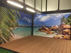 Der Gartenpavillon mit ihrem individuellen Bild auf den Rollladenflächen.